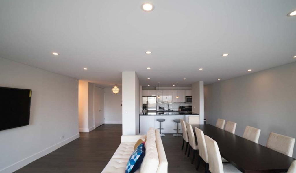 течении натяжной потолок фото в гостиной матовый простой более